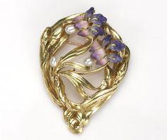 Art Nouveau, Pin: www.sieradenschilderijenatelierjose.com pearl iris brooch
