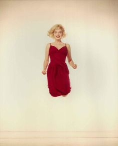 Hello and Welcome to the Marilyn Monroe Fan Site. Take a peek through the fine collection of Marilyn Monroe videos, photographs and gifs. Young Marilyn Monroe, Marilyn Monroe Photos, Marylin Monroe, Old Hollywood Stars, Classic Hollywood, Hollywood Glamour, Philippe Halsman, Norma Jeane, Lady In Red