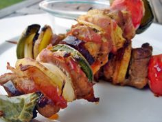 Rablóhús – magyaros pácolt sertéslapockával Hungarian Recipes, Skewers, Bacon, Bbq, Paleo, Pork, Food And Drink, Pizza, Cooking Recipes