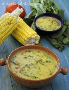 Tender corn, fresh spinach, ripe tomatoes – indeed, there is a splash of colours and flavours in this soup! the onion brings in complementary flavours that enhance the taste of the other ingredients, while the lemon juice and pepper make it zestier.