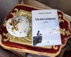 Una raccolta poetica con una copertina delicata ed elegante, come le singole poesie che ne formano la raccolta... Cover, Books, Decor, Art, Elegant, Livros, Decoration, Decorating, Livres