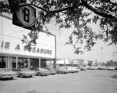 Florida Memory - The old Publix on North Monroe in Tallahassee, Florida. 1971