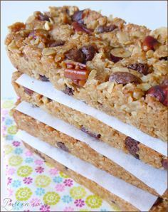 Homemade cereal bars (vegan) … – The most beautiful recipes Vegan Dessert Recipes, Raw Food Recipes, Gourmet Recipes, Sweet Recipes, Healthy Recipes, Gateaux Vegan, Homemade Cereal, Desserts With Biscuits, Cereal Bars