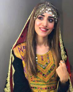 Pakistani Bridal Lehenga, Pakistani Girl, Pakistani Dress Design, Heavy Dresses, 15 Dresses, Wedding Dresses, Afghani Clothes, Diy Fashion Hacks, Pakistani Models