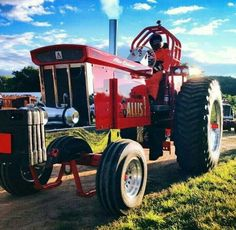 The Forever famous and timeless Truck And Tractor Pull, Tractor Pulling, Allis Chalmers Tractors, Farmall Tractors, Antique Tractors, Antique Cars, Space Car, Truck Pulls, Farm Toys