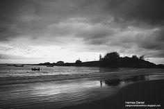 """""""...O soluço absurdo que as nossas almas derramaram/   Sobre as extensões de mares diferentes com ilhas ao longe,   sobre as ilhas longínquas das costas deixadas passar...""""(F. Pessoa)-Praia da Armação-"""