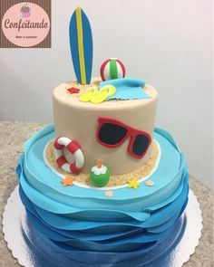 Bolo decorado em pasta de açúcar no tema praia, tudo modelado a mão feito em pasta de açúcar, incluindo prancha de surf, boia, óculos de sol. Tudo comestível. Happy Birthday Girls, Luau Birthday, 1st Boy Birthday, Birthday Party Themes, Bolos Pool Party, Pool Party Cakes, Luau Party, Surf Cake, Beach Ball Party