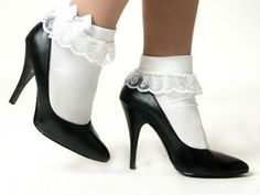 Lacy socks with pumps. Yes, I sported these on graduation day. Frilly Socks, Lace Socks, Ankle Socks, Shose Heels, Bobby Socks, Frauen In High Heels, Socks And Sandals, Pretty Shoes, Sock Shoes