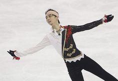 フィギュアスケートのグランプリ(GP)シリーズ、中国杯男子フリーで頭にテーピングして演技する羽生結弦=8日、上海(AFP=時事) ▼10Nov2014時事通信|選手の健康管理に課題=羽生の激突負傷で-フィギュアスケート http://www.jiji.com/jc/zc?k=201411/2014111000642 #Yuzuru_Hanyu #Cup_of_China_2014
