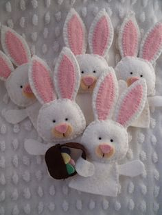 Easter bunny finger puppets - check out the chicks too - very cute