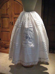Resultado de imagen de coser una enagua Wardrobe Basics, Victorian, Textiles, Costumes, Clothes, Folklore, Dresses, Fashion, Kid Models