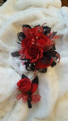 Black and red prom corsage from Hen House Designs www.henhousedesig… Black and red prom corsage from Hen House Designs www. Black Corsage, Red Corsages, Prom Corsage And Boutonniere, Diy Boutonniere, Flower Corsage, Corsage Wedding, Homecoming Flowers, Homecoming Corsage, Prom Flowers