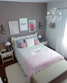 Decoração de quarto feminino com cama de casal detalhes em cinza e rosa quadros na parede Cute Bedroom Ideas, Cute Room Decor, Girl Bedroom Designs, Teen Room Decor, Room Ideas Bedroom, Small Room Bedroom, Home Bedroom, Bedroom Decor, Bedrooms