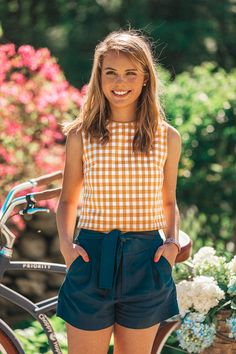 Cute Preppy Vintage Outfit for Summer Mode Outfits, Short Outfits, Casual Outfits, Fashion Outfits, Women's Shorts Outfits, Slacks Outfit, Preppy Summer Outfits, Spring Outfits, Preppy Clothes