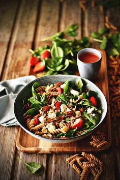 Kung Pao Chicken, Pasta Salad, Cooking, Ethnic Recipes, Sweet, Blog, Strawberry Vinaigrette, Feta, Spirals
