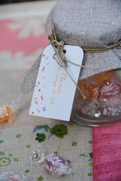 Bote de #caramelos con tarjeta de niña