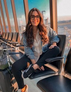 New travel plane photography posts 29 ideas travel photography 665829126141132172 Plane Photography, Tumblr Photography, Photography Poses, Airport Travel Outfits, Airport Style, Black Vans Outfit, Black Sneakers, Travel Pose, Travel Pictures Poses