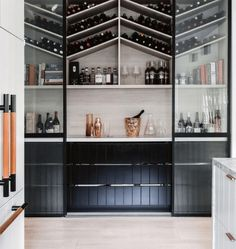 How can a home bar influence and change your life? Bring the confort you always wanted to you place by setting the perfect luxury bar just for you. Style At Home, Interior Design Kitchen, Home Design, Modern Home Bar Designs, Built In Wine Rack, Built In Bar, Ideas Hogar, Deco Design, Walk In Pantry