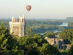 Un p'tit tour à la tour d'Oudon ! Découvrez la scénographie sur l'histoire de la Loire dans le donjon. Bravez quand même la pluie pour admirer la vue panoramique depuis le toit. Château médiéval d'Oudon - Loire en Scène Tarifs : de 4,50 € à 7 €, ouvert tous les jours. Tél. 02.40.83.60.00 www.loire-en-scene.fr