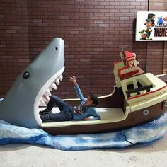 'Jaws' shark attack bed for big-kid nightmares - CNET