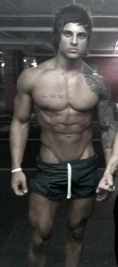 Anyone remember this guy Zyzz? I have to say, all cheesiness aside, and the fact that he heavily used steroids to get to this, he turned himself into quite the male specimen. May he rest in peace