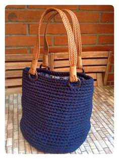 bolso_trapillo_azul                                                                                                                                                     Más Crochet Fabric, Crochet Tote, Fabric Yarn, Crochet Handbags, Crochet Purses, Love Crochet, Diy Crochet, Handmade Purses, Handmade Handbags