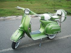 If I end up in San Fran, I want a vespa that looks just like this one. And maybe a mini cooper for the rainy days.
