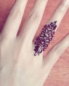Cute Simple Henna Mehndi Designs for Fingers
