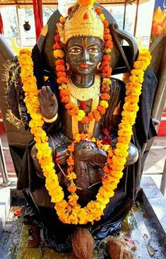 Ancient and unique collections of all spiritual products such as pooja items, books, statues from Templefolks. Durga Maa Pictures, Maa Kali Images, Hanuman Images, Lord Shiva Hd Images, Ram Image, Image Hd, Radha Krishna Photo, Krishna Photos, Rama Lord