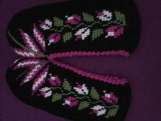 This Pin was discovered by HUZ Crochet Slippers, Beanie, Elsa, Knitting, Crafts, Hardanger, Pattern, Slippers, Manualidades