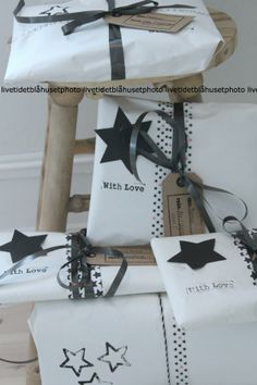 If you want to keep things minimalist this year, check out these 15 ideas for a black & white Christmas. So stylish! Wrapping Gift, Wrapping Ideas, Gift Wraping, Creative Gift Wrapping, Christmas Gift Wrapping, Creative Gifts, Noel Christmas, White Christmas, Christmas Gifts