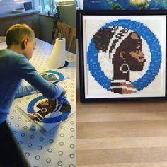 Se lige et fint billede vi har fået tilsendt i dag Det er Magnus på 9 år, som har været kreativ med perler og illustreret den kære Cirkelpige, som bl.a. pryder emballagen på vores Cirkel Kaffe ☕️ Tusind tak til Mor-Rikke og Magnus for billedet #coopdanmark #sammenombedremad #cirkelpigen #cirkelkaffe