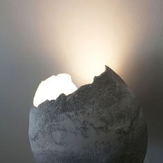 Natalie SANZACHE - Luminaires en fine couche de béton et en dentelle de plâtre