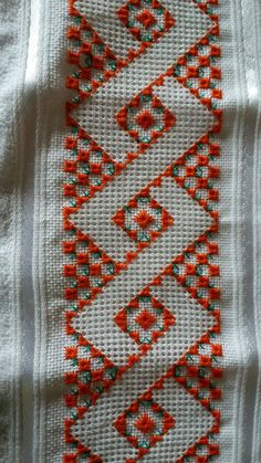ponto reto - toalhabordado bargello o florentino ile ilgili görsel sonucu Cross Stitch Borders, Cross Stitch Designs, Cross Stitching, Cross Stitch Patterns, Hardanger Embroidery, Ribbon Embroidery, Cross Stitch Embroidery, Embroidery Needles, Embroidery Patterns