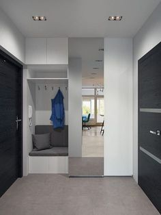 This studio apartment makes a bold statement with strong colours and geometric patterns - Decor Pins Flur Design, Hall Design, Small Apartments, Small Spaces, Studio Apartments, Interior Design Living Room, Interior Decorating, Studio Decorating, Home Entrance Decor