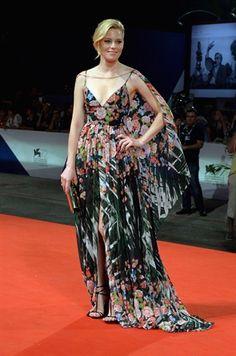 72° Mostra del Cinema di Venezia: Elizabeth Banks in Elie Saab