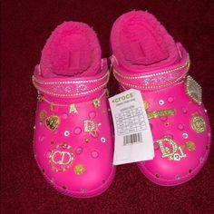 Crocs Slippers, Crocs Shoes, Pink Crocs, Crocs Fashion, Sneakers Fashion, Jordan Shoes Girls, Girls Shoes, Jordan Sneakers, Shoes Women