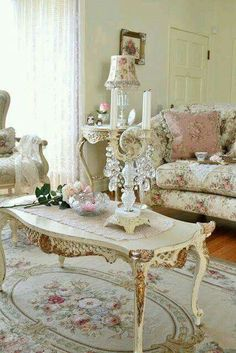 I LOVE A Shabby Chic Style Living Room!!! Bebe'!!! So pretty!!!