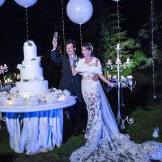 A+M wedding Planner and design: @giuliamolinari.wedding Favola, sogno, emozione, pelle d'oca! Musica che si unisce ai movimenti di ballerini che si muovono attraverso di essa creando magia con i loro corpi! Un mondo surreale ....questo il desiderio di Antonio e Manila......questo il loro matrimonio!