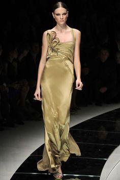 Versace Spring 2009 Ready-to-Wear Fashion Show - Natasha Poly