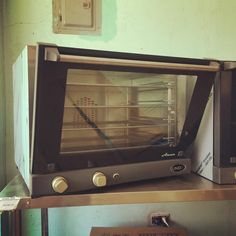 UNOX (Italy) XF023 4 tray (46 x 33 cm) electric manual convection oven with a commercial grade stainless steel chamber and easy cleaning features, available here or contact Chris (store manager) 09173012331 , 09435333291 , 032 4957828 or visit www.mrmetalcorp.com #cebu #food #kitchen #restaurant #foodservice #bakery #pastry #convection #oven #culinary #catering