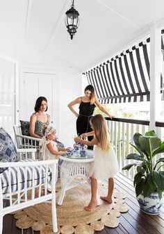 White white white 😍 with striped shade roller blind 😉 This Brisbane family's 1920 cottage underwent extensive renovations to accommodate their specifications for multi-generational living. Outdoor Roller Blinds, Front Verandah, Front Deck, Brisbane, Balcony Curtains, Queenslander House, Deck Shade, Porch Plants, Deck Decorating