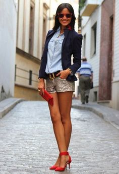 Never would have thought to wear an oxford shirt with glitter shorts. Where do i find shorts like these? Mode Outfits, Short Outfits, Casual Outfits, Bermudas Fashion, Red Fashion, Fashion Outfits, Street Fashion, Fall Fashion, Boho Fashion