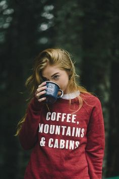 RV And Camping. Great Ideas To Think About Before Your Camping Trip. For many, camping provides a relaxing way to reconnect with the natural world. If camping is something that you want to do, then you need to have some idea Camping Outfits, Hiking Outfits, Hiking Shorts, Sexy Outfits, Cute Outfits, Fashionable Outfits, No Ordinary Girl, Quoi Porter, Foto Casual