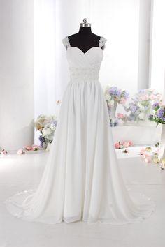 Brudklänning HS9602. Chiffong klänning med kristaller. Hjärtformad liv med axelband. Välj färg vid beställning, snörning eller blixtlås bak samt släp eller inte 5200 kr matildas fest