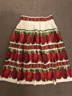 Vintage 1950s Rare novelty print pineapple fruit reds and