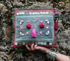 "Clutch ""Monga"" verde y rosa, boho, étnico, tribal, exclusivo, hecho a mano"