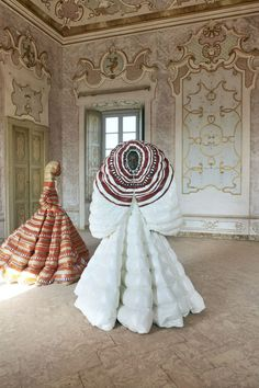 Valentino creative director Pierpaolo Piccioli has collaborated with lemlem founder Liya Kebede on a wild collection of puffer gowns for Moncler Genius. Fashion Mode, Modern Fashion, Fashion Show, Milan Fashion, Quirky Fashion, Classic Fashion, Fashion Spring, High Fashion, Fashion Ideas