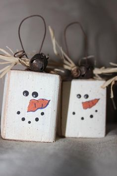 Ten Country Wood Snowman Ornaments by on Etsy Christmas Wood Crafts, Christmas Door Decorations, Christmas Art, Christmas Projects, Holiday Crafts, Primitive Christmas, Rustic Christmas, Wood Ornaments, Snowman Ornaments