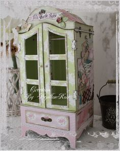 I would love to find a piece like this and turn it into a dolls house if I am every blessed with a lil pink bundle